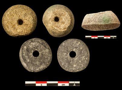 (3) Fusayolas de hueso y de pizarra (Segunda Edad del Hierro).
